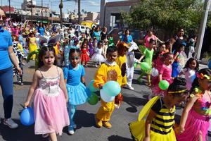 25032019 DESFILE DE PRIMAVERA.  Alumnos de la Escuela Alfonso Rodríguez, Turno Vespertino, participaron en el tradicional desfile de la primavera por la principales calles de Torreón. Acompañados de maestros y padres de familia, los pequeños le dieron vida y color a la Zona Centro de la ciudad. Esta actividad forma parte de su programa educativo y de recreación.
