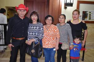 25032019 EN UN CONCIERTO.  Miguel, Silvia, Margarita, María, Valeria e Ian.