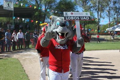 La escuadra de la Lobos UAD recibió su trofeo de campeón, en tanto que su jugador Jesús Omar Nájera recibió el galardón como campeón de jonrones.