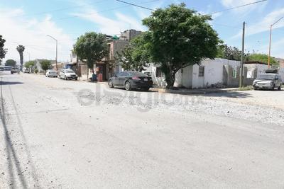 Riesgo. Más adelante, sobre el Paseo de las Calabazas en Ciudad Nazas, hay una zanja que taparon con cascajo, pero el tránsito es peligroso.