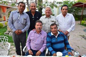 26032019 FESTEJA SU CUMPLEAñOS.  José Armando González con algunos de sus amigos.