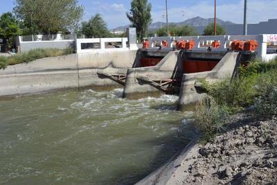 Este riego de presiembra en la Comarca Lagunera, que inició el 10 de marzo, concluirá 27 días después, es decir, entre 7 al 8 de abril, para dar un receso y reiniciar el 10 de mayo aproximadamente. Entonces, comenzarán los tres riegos de auxilio.