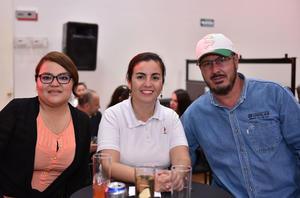 27032019 EN RECIENTE EVENTO.  Flor, Mily y Manuel.