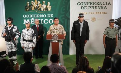 Sandoval González detalló que las prendas para todo el personal de la Guardia Nacional serán elaboradas en los talleres de la Secretaría de la Defensa Nacional (Sedena), y previó que en mes y medio los agentes de la corporación recientemente creada ya portarán este tipo de vestimenta.