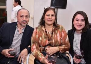 28032019 EN RECIENTE EVENTO.  Juan de Dios Vázquez, Martha Moreno y Jessica Vázquez.