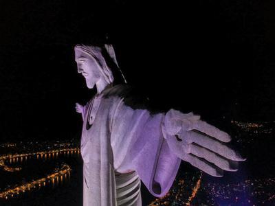 Se apagan las luces del mundo por la Hora del Planeta