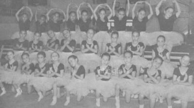 Grupo de Danza Clásica de la Escuela Emilio Carranza de Gómez Palacio en 1990.