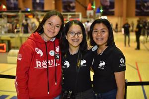 31032019 MUY CONTENTAS.  Valeria, Reyna y Fernanda.