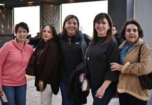 30032019 EN EL COLISEO.  Marcela, Erika, Genoveva, Ángeles y Ángeles.