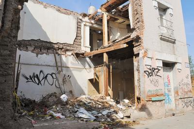 Los propietarios de los predios son obligados por la autoridad a limpiar sus espacios, a fin de que no sean depósitos de basura y escombro, esto es en Morelos y Zarco.