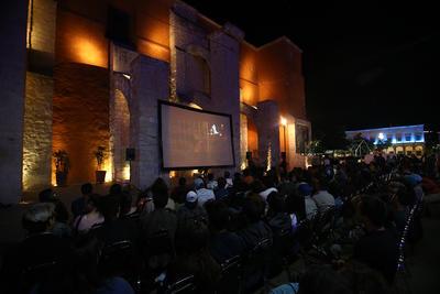 'Cómprame un revólver' fue la primera proyección. Tras su estrenó en la pasada edición del Festival de Cannes con dirección de Julio Hernández ('Te prometo anarquía'), llegó a la capital para anunciar oficialmente el inicio del festival.