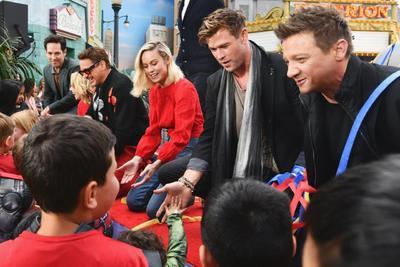 'Avengers' visitan a niños en Disney California Adventure