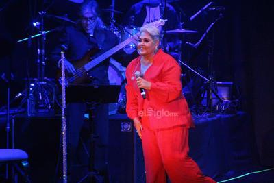 Lupita D´Alessio se presentó anoche en Torreón ante un público entregado que coreó cada una de las canciones que entonó.
