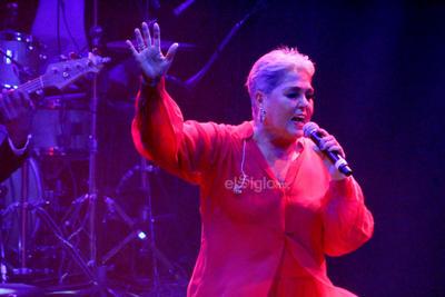 La cantante trajo del pasado dos de sus grandes éxitos, Ni guerra ni paz y Leona dormida, temas que se apoderaron de los primeros lugares de popularidad en 1986 y 1994, respectivamente.