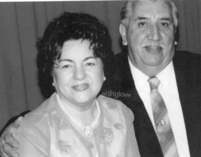 Yolanda González de la Cruz y Jorge Valdés Fernández festejando su aniversario.