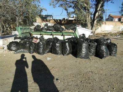 De acuerdo con Torres Cesaretti, tan sólo de la parte trasera de la institución juntaron 80 bolsas de basura