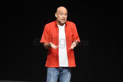 El actor provocó risas y reflexiones en el recinto de la calle Cepeda y Matamoros.