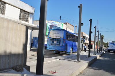 Comerciantes del mercado Alianza rechazaron los paraderos del Metrobús que se instalaron sobre la calle Ramos Arizpe, al considerar que estrangularía la circulación vial, esto es a la altura de la avenida Allende.