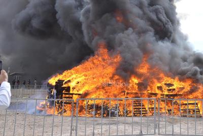Autoridades realizaron una ceremonia de incineración de enervantes y destrucción de objetos del delito en las instalaciones del campo de tiro de la cuidad de Torreón.