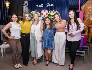 Yuli con algunas de sus invitadas