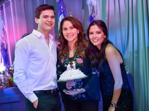 Silvia Laura con sus hijos, Juan Diego y Carlota