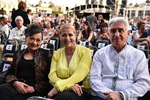 Lulu de Riquelme, Vero Soto y Peter Petrof