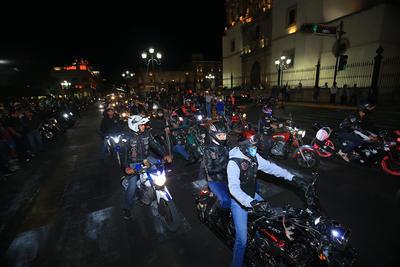 La bendición en sus cascos, se da previo a La Oficial ruta Durango-Mazatlán y a la Legendaria Semana de la Moto en el vecino puerto.