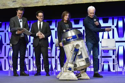 Elenco de Star Wars presenta tráiler del Episodio IX