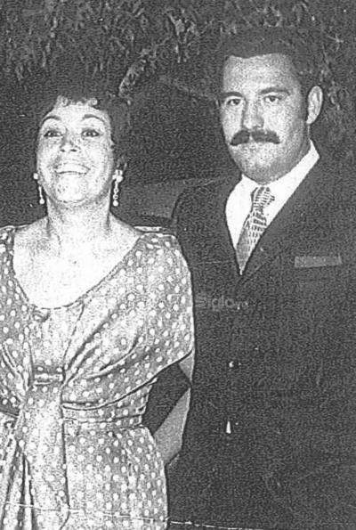 Amparo de Fernández y Jesús Reyes.
