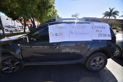 Choferes de Uber bloquean bulevar Independencia