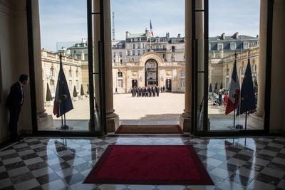 El jefe del Estado, que también agradeció a los religiosos su acción en este siniestro, dijo que ha invitado al papa a París.