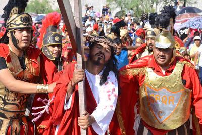 Este año el encargado de representar a Cristo fue el señor Francisco Núñez, quien afirmó haberse preparado desde el año pasado para realizar el Viacrucis del Santuario de las Noas, pero también el de la colonia Jacobo Meyer, esto por la tarde del mismo viernes santo.