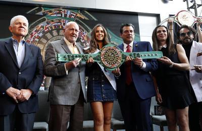 En el evento estuvo presente Carlos Padilla, presidente del COM, Ana Gabriel Guevara, titular de la Conade, y algunos ex boxeadores como Humberto 'Chiquita' González y Guadalupe Pintor.