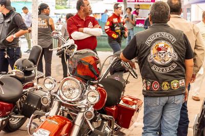Después de que se llevó a cabo el registro de los participantes, los motociclistas subieron a sus fieles compañeras.