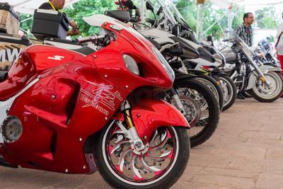 Alrededor de las 13:00 horas, los motociclistas comenzaron a llegar a la Plaza IV Centenario.