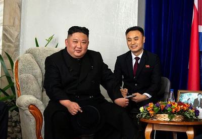 La delegación norcoreana partió posteriormente hacia la cercana isla de Russki, donde está el campus de la Universidad Federal del Lejano Oriente y donde se reunirá mañana con Putin.