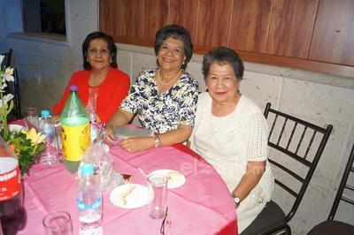 Jenny, Betty y Elvia.