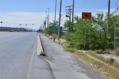 Tras haber desaparecido, casi al llegar a la intersección con el bulevar Ferropuertos vuelve a presentarse la ciclovía, pero sólo por un tramo de alrededor de 100 metros.