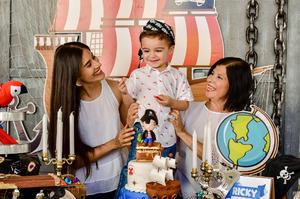 Con su tía, Mariana, y su abuelita, Marina