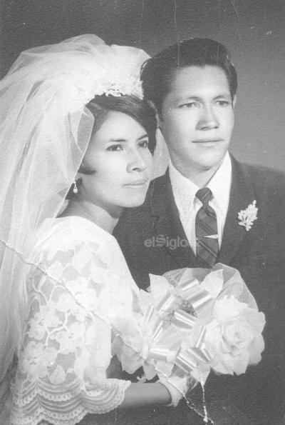 Sra. Ma. Angelina Ramírez Meza y Sr. Antonio Martell Muñetones el 3 de mayo de 1969, celebran su 50 aniversario de bodas.