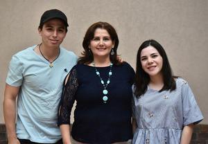 30042019 Memo Rivera, Guadalupe Mourey y Nelida Ortiz.