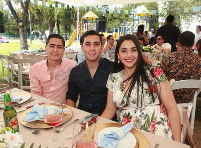Saul Medina, Sergio Aguirre y Carolina Bechelani.
