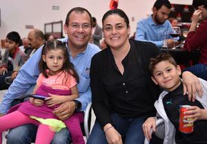 02042019 EN FAMILIA.  María Sofía, Max, Marisol y Max.
