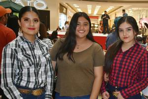 03042019 Ingrid, Argentina y Paloma.