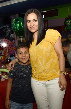 04042019 Adrián y Charo.