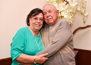 04042019 50 AñOS DE CASADOS.  Ma. Eugenia Castro y Javier Prado.