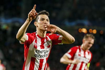 10.- Hirving Lozano dejó las filas de Pachuca para emprender su aventura con PSV, que desembolsó 8 millones de euros.