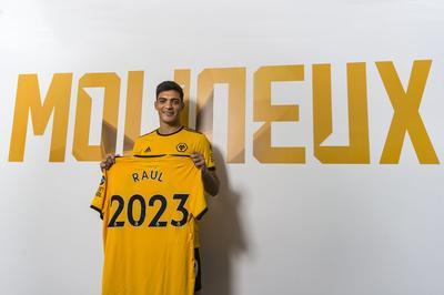 1.- Nuevamente el atacante mexicano aparece como el líder de este top tras fichar con los 'Wolves' por 35 millones de euros.
