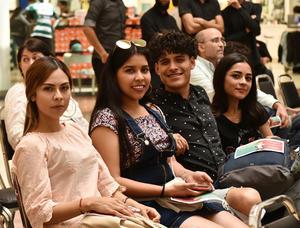 05042019 POSAN PARA LA FOTO.  Cecilia Estefanía, Diana, Carlos y Janeth.