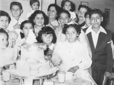 En la Primera Comunión de Cándido García, en la década de los 50'.